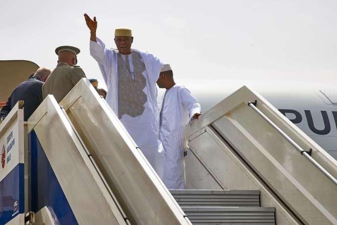 L'ancien président malien Amadou Toumani Touré, à son arrivée à Bamako (Mali),le 24 décembre.