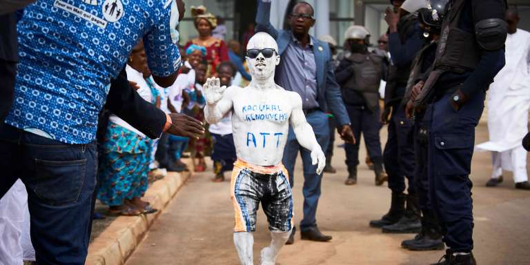 Un militant d'Amadou Toumani Touré venu accueillir à l'aéroport de Bamako, le 24décembre 2017,l'ancien président du Mali de retour après cinq ans d'exil au Sénégal.