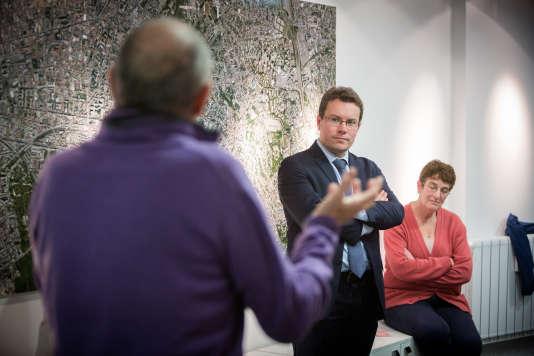 Le député (LRM) du Val-de-Marne Guillaume Gouffier-Cha lors d'uneréunion publique façon «questions au gouvernement», à Vincennes, le 19 décembre.