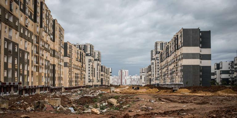 Située à l'ouest d'Alger, la ville nouvelle de Sidi Abdellah, qui devait héberger la classe moyenne supérieure, est encore un gigantesque chantier.
