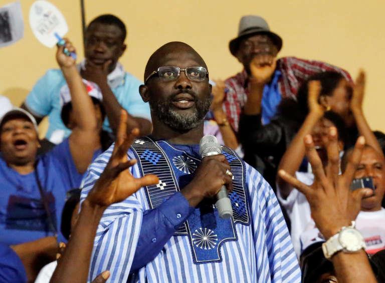Le candidat à la présidentielle au Liberia et ancienne star du football, George Weah, lors d'un meeting électoral, àMonrovia, le 23 décembre.