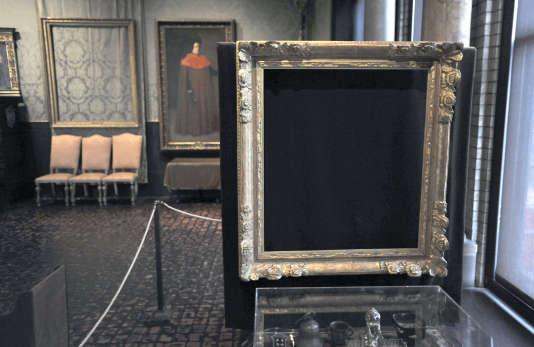 Le cadre vide qui abritait «Le Christ dans la tempête sur la mer de Galilée, de Rembrandt, dans le musée Isabella-Stewart-Gardner, à Boston, le 11 mars 2010.