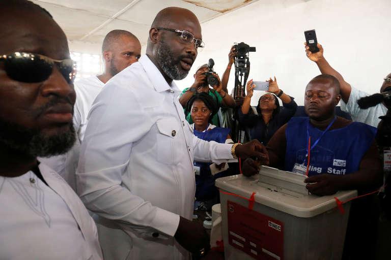 George Weah vote à Monrovia le 26 décembre.