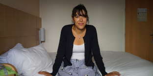 Nora Nadour, 38 ans, responsable des ressources humaines, vit avec Olivier Nadour, 42 ans, chargé d'affaires.