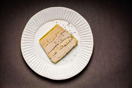 Pour ce marbré, il faut un lobe de foie gras de canard, un lobe de foie gras d'oie, 30 g de truffes noires…
