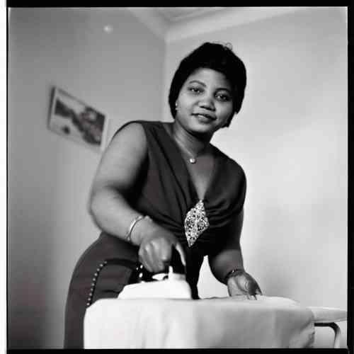Portrait d'une amie nigériane de l'artiste, réalisé dans la maison d'un compatrioteghanéen au sud de Londres, au milieu des années 1960.