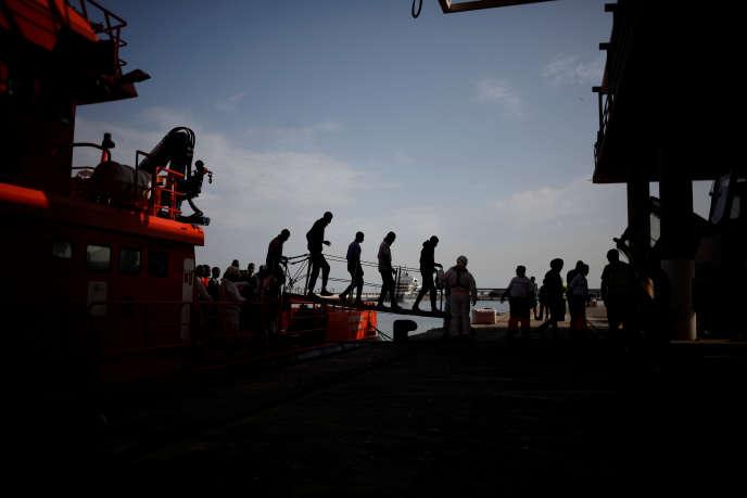 Arrivée de migrants sur le port de Malaga (Espagne), le 13 octobre.