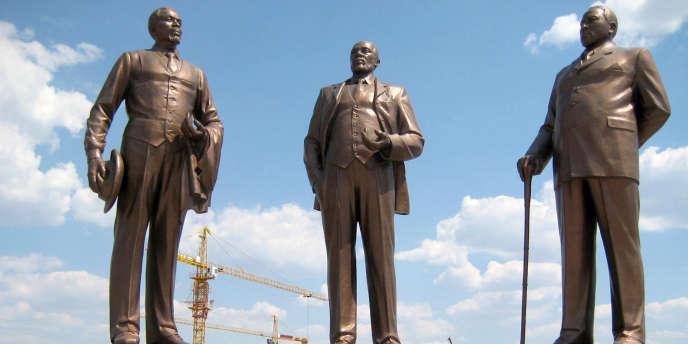 Le monument des «Trois Dikgosi», à Gaborone, a été fourni au Botswana par la Corée du Nord.
