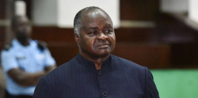 L'ancien ministre ivoirien de la fonction publique Hubert Oulaye lors de son procès à la cour d'assises d'Abidjan, le 26décembre 2017.