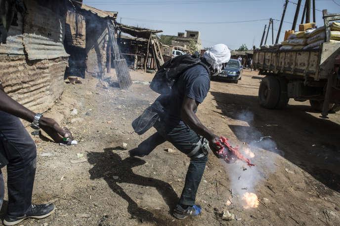 Simulation d'attaque terroriste orchestrée par l'Organisation internationale pour les migrations (OIM) en collaboration avec les autorités sénégalaises à Kidira, à la frontière malienne, le 13 décembre 2017.
