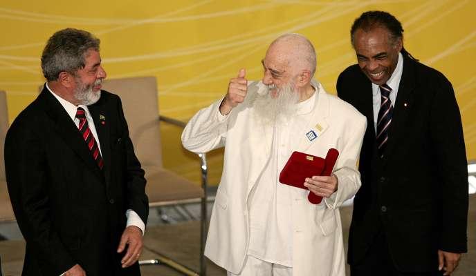 En novembre 2006, le cinéaste argentinFernando Birri (au centre), avec le président brésilien Lula (à gauche) et le ministre brésilien de la culture, Gilberto Gil.