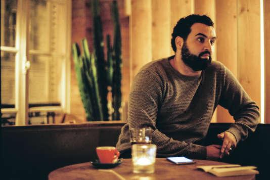 L'humoriste et animateur Yassine Belattar, le 14 décembre 2017 à Paris.