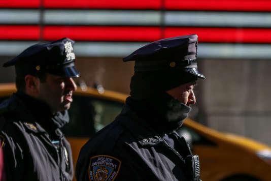 L'utilisation de la force létale par les policiers est sujet à controverses ces dernières années après la mort de plusieurs hommes noirs désarmés, provoquant des manifestations à travers tout le pays et parfois des émeutes.