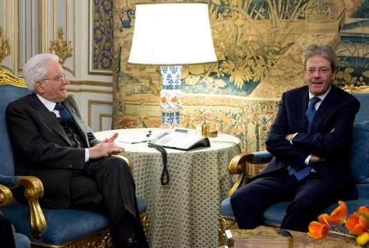 Le chef de l'Etat italien, Sergio Mattarella avec le premier ministrePaolo Gentiloni.