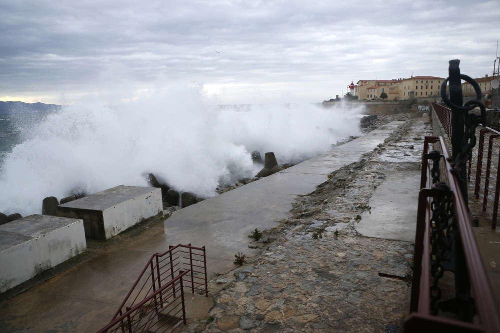 Après la côte atlantique, la tempête Bruno est passée par la Provence et la Corse, dans la nuit du mercredi 27 au jeudi 28 décembre.
