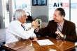 Bernie Ecclestone et Jean Todt, lors de la signature d'un document préalable aux nouveaux accords Concorde, en juillet 2013, à Budapest