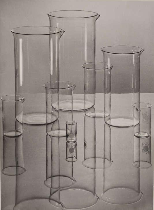 Albert Renger-Patzsch,«Verrerie d'Iéna (béchers)», 1934.