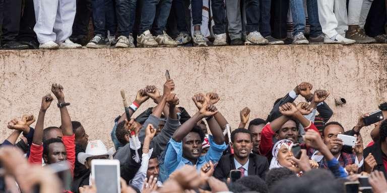 Des Oromo protestent contre le gouvernement éthiopien pendant le festival Irreecha, à Bishoftu, le 1eroctobre 2017.