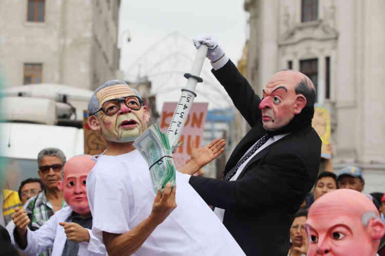 Un mannequin à l'effigie d'Alberto Fujimori, en tenue d'hôpital.