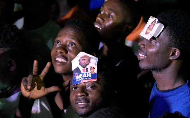 Les rassemblements se sont prolongés dans la nuit pour fêter la victoire de George Weah, à Monrovia (Liberia), le 28 décembre.