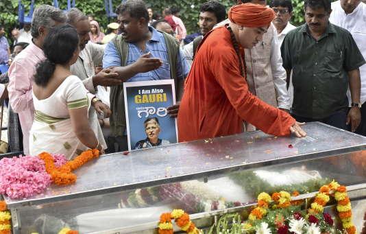 A Bangalore, le 6 septembre 2017, la communauté lingayat rend hommage à Gauri Lankesh, journaliste assassinée pour avoir défendu un lingayatisme de rupture avec l'hindouisme.