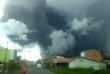 Le volcan Sinabung crache une colonne de cendres brûlantes atteignant jusqu'à 4 kilomètres de hauteur.