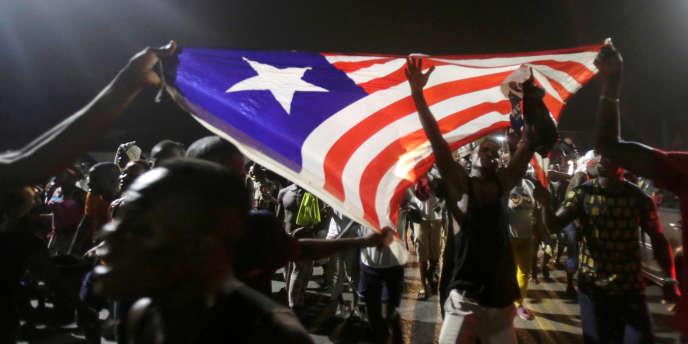 Des partisans de George Weah fêtent sa victoire à l'élection présidentielle libérienne, le 28décembre 2017, à Monrovia.