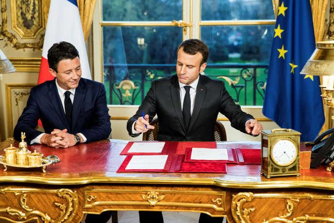 Samedi, Emmanuel Macron a signé les trois dernières lois votées par le Parlement.