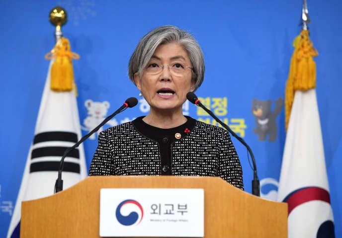 La ministre des affaires étrangères de Corée du Sud Kang Kyung-Wha s'exprime avant le compte-rendu de la commission chargée d'enquêter sur l'accord de 2015 conclu entre Séoul et Tokyo sur la question des femmes dite « de réconfort».