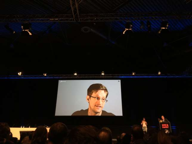 Edward Snowden lors de son intervention à l'occasion du 34e Chaos Communication Congress, à Leipzig, le 28 décembre.