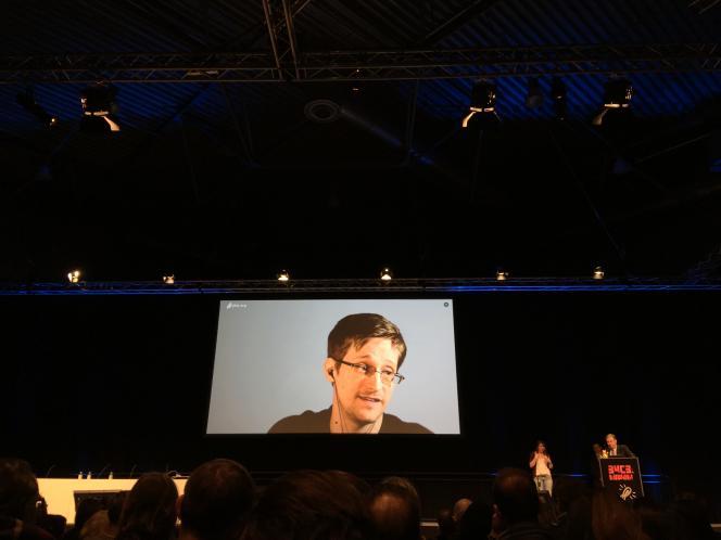 Edward Snowden lors de son intervention lors du 34e Chaos Communication Congress, à Leipzig (Allemagne), le jeudi 28 décembre 2017.