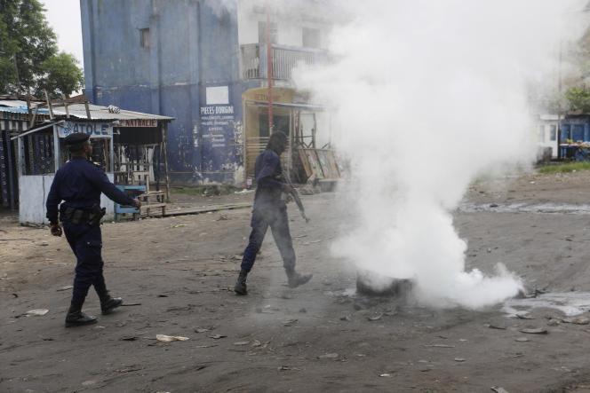 Des policiers à Kinshasa, dimanche 31 décembre.