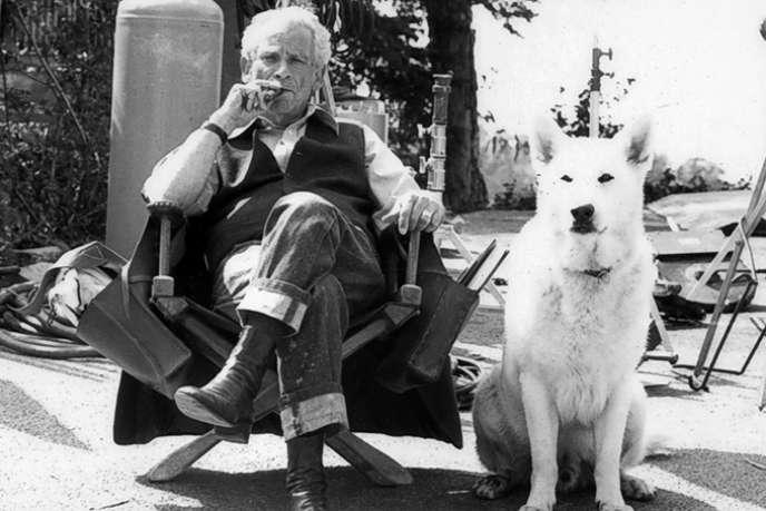 Le réalisateur,scénaristeetécrivainaméricain Samuel Fuller (1912 - 1997).