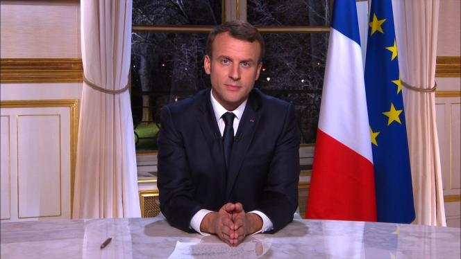 Le président s'est exprimé depuis le salon d'angle où il travaille à l'Elysée, dans un cadre volontairement épuré, le 31 décembre.