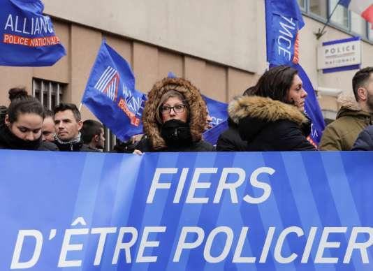Des membres du syndicat Alliance réuni mardi 2 janvier à Champigny-sur-Marne, dans le Val-de-Marne.