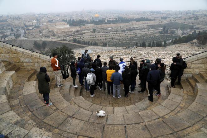 Des touristes visitent la vieille ville de Jérusalem, le 2 janvier.
