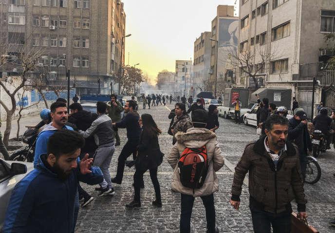 Rassemblement d'étudiants hostiles au gouvernement iranien, à Téhéran, le30décembre.