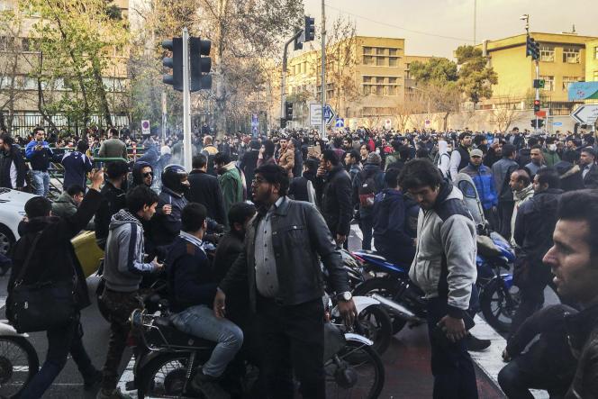 «On peut donc parler d'effritement idéologique et sociologique de la République islamique» (Un rassemblement spontané dans les rues de Téhéran, le 30 décembre 2017).