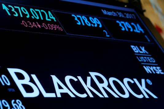 Le logo de BlackRock, la plus grosse société de gestion au monde, à la Bourse de New York, en mars 2017.