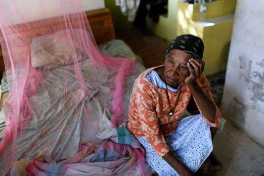 Une rescapée de Maria, en novembre 2017, sur l'île de Vieques.