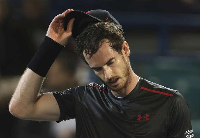 Andy Murray lors d'un match contre Roberto Bautista-Agut à Abou Dhabi, aux Emirats arabes unis, le 29 décembre.