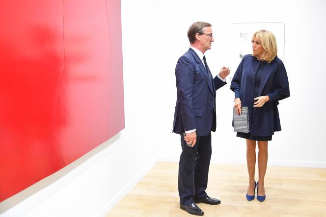 Brigitte Macron à l'ouverture de la Foire internationale d'art contemporain, le 18 octobre 2017, à Paris.