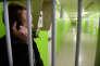 Au centre pénitentiaire deMont-de-Marsan, un déténu utilise un téléphone, dans le cadre d'un programme expérimental, le 26 février 2015.