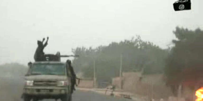 Capture écran d'une vidéo diffusée le 2 janvier 2018 et montrant des combattants de Boko Haram lors d'une attaque le jour de Noël près de Maiduguri.
