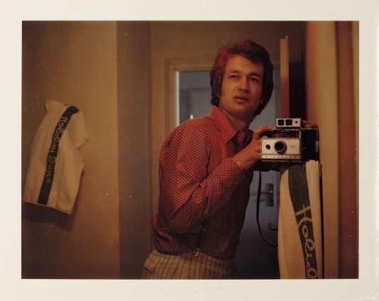 Autoportrait de Wim Wenders pris avec son Polaroid en 1975.