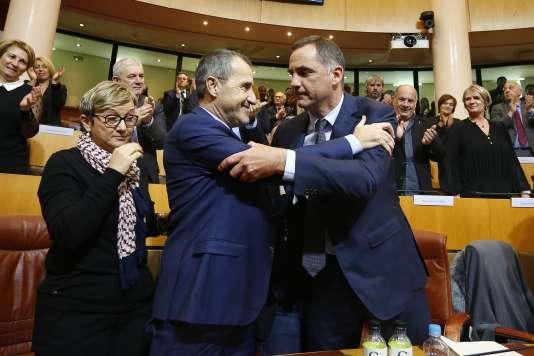 Gilles Simeoni (à droite), président du conseil exécutif, et Jean-Guy Talamoni, président de l'Assemblée de Corse, le 2 janvier à Ajaccio.