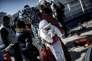 Des migrants descendent d'un navire de Frontex à Lesbos, en février 2016.