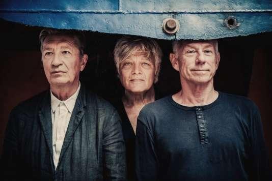 Les Nits : Henk Hofstede (chanteur, guitariste et principal compositeur), Robert Jan Stips (claviers) et Rob Kloet (batteur-percussionniste).
