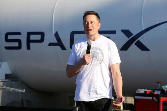 Elon Musk, PDG de SpaceX, lors du concours de design SpaceX Hyperloop Pod Competition, à Hawthorne (Californie), en août.