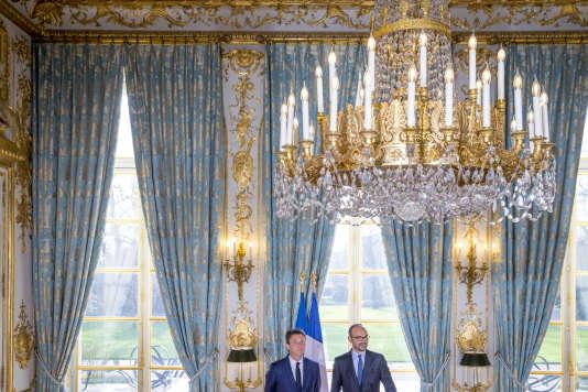 Le premier ministre Edouard Philippe (à droite) et le secrétaire d'Etat Benjamin Griveaux, à l'Elysée, mercredi 3 janvier.